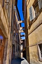 slides/IMG_4336.jpg Italy, Tuscany, Siena, village, medieval, architecture, street, arch, history, sky, HDR IVC122 - Siena - Tuscany - Italy
